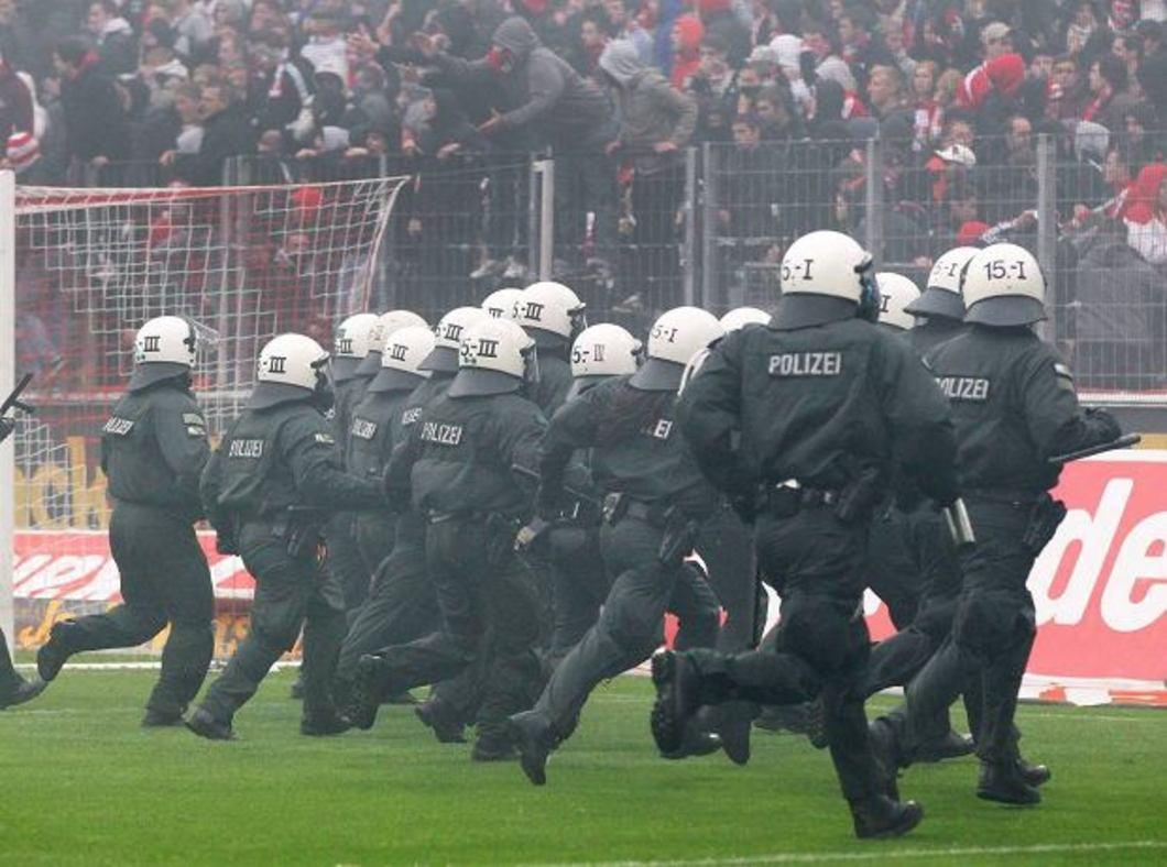 Zamieszki na stadionach