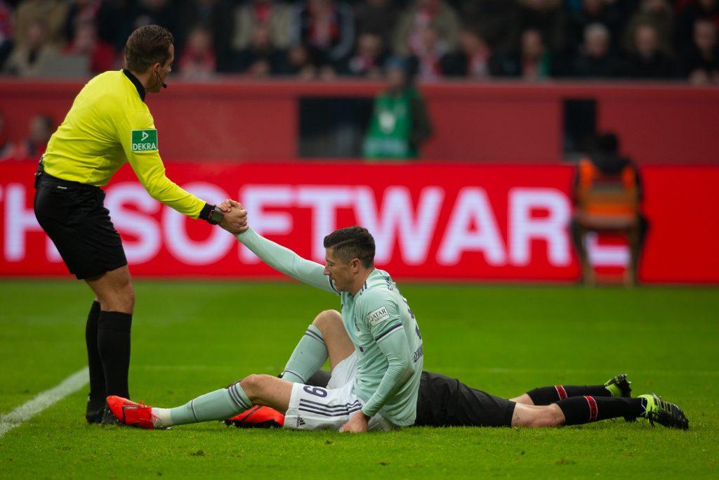 Robert Lewandowski po ataku rywala