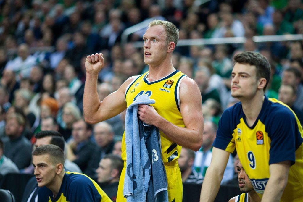 Luke Sikma oraz koszykarze Alby