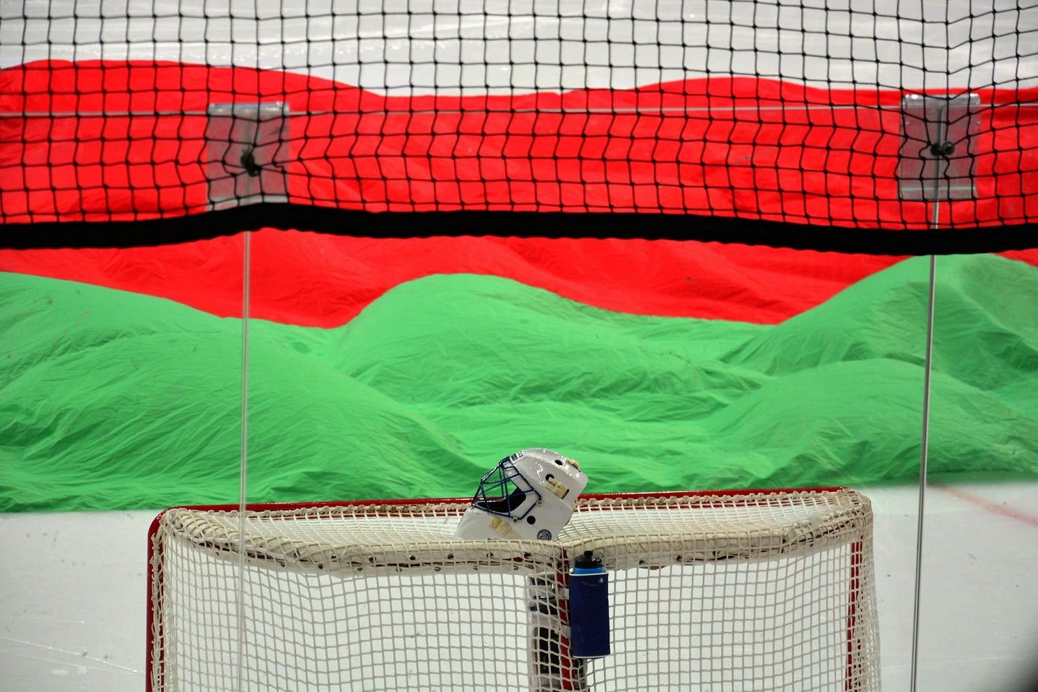Hokej na lodzie, Białoruś bramka z kaskiem