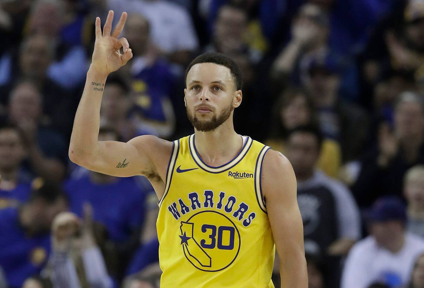 Curry 3 points leader