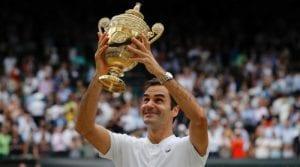 Federer z pucharem Wimbledonu