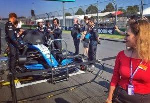 Aldona Marciniak koło bolidu F1