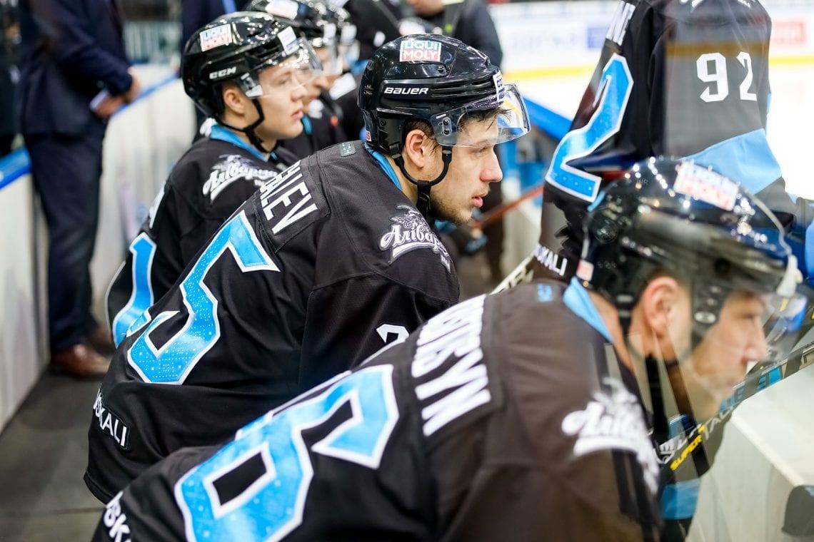 KHL Dynamo Mińsk, zawodnicy siedzący na ławce