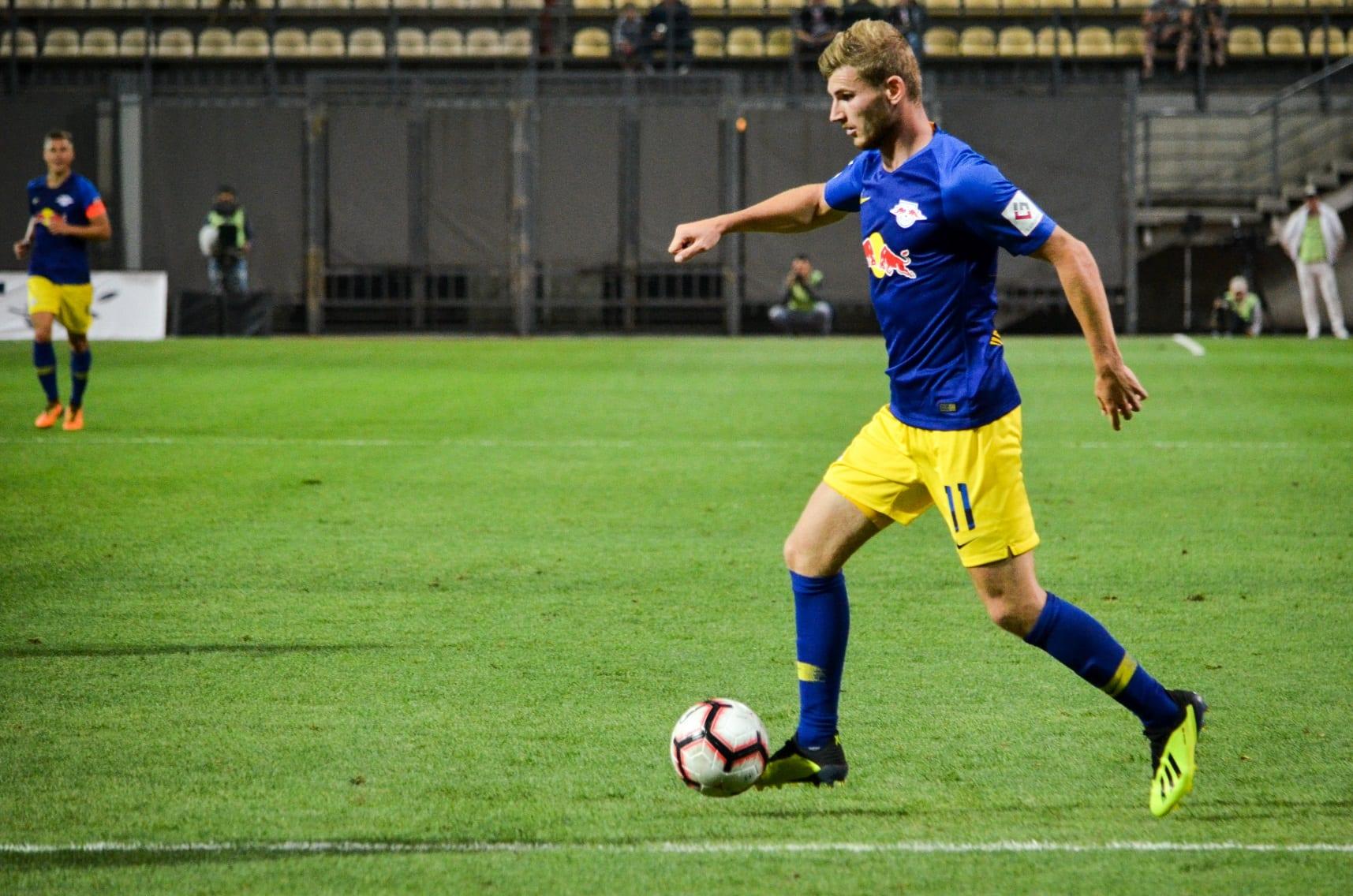 Timo Wernder z piłką