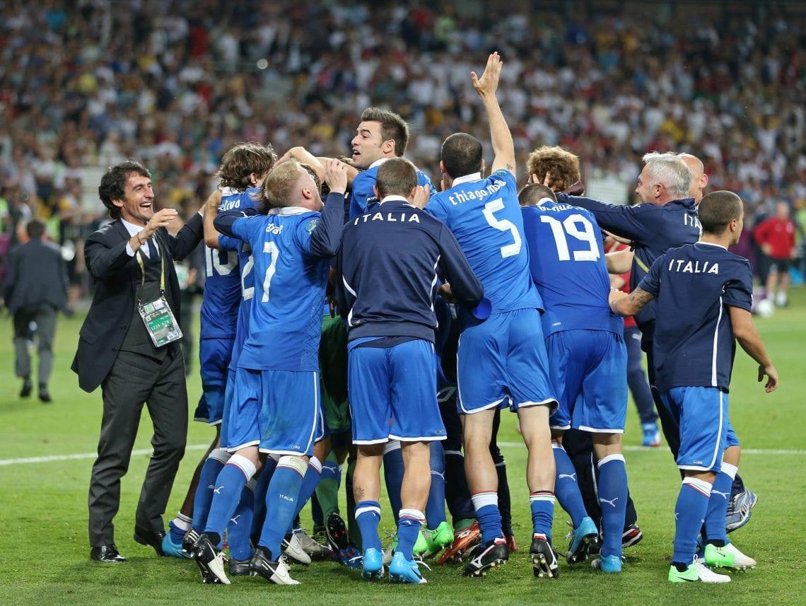 Cieszący się piłkarze Włoch