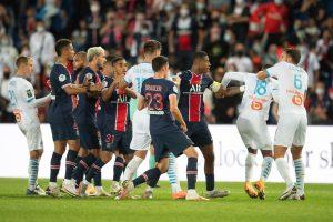 Zawodnicy PSG oraz Marsylii podczas zamieszania
