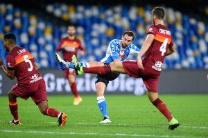 Fabián Ruiz oraz obrońcy Romy