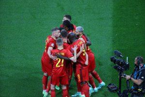 Zawodnicy Belgii po golu z Rosją