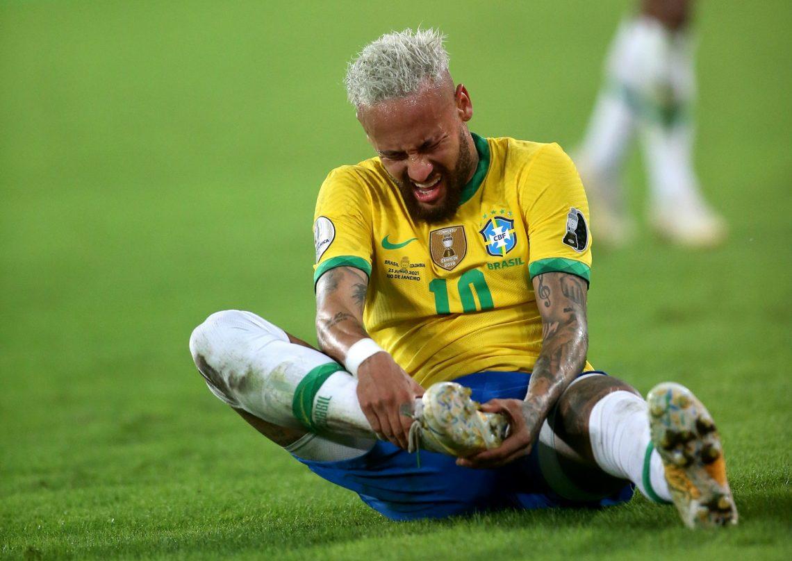 Neymar faul