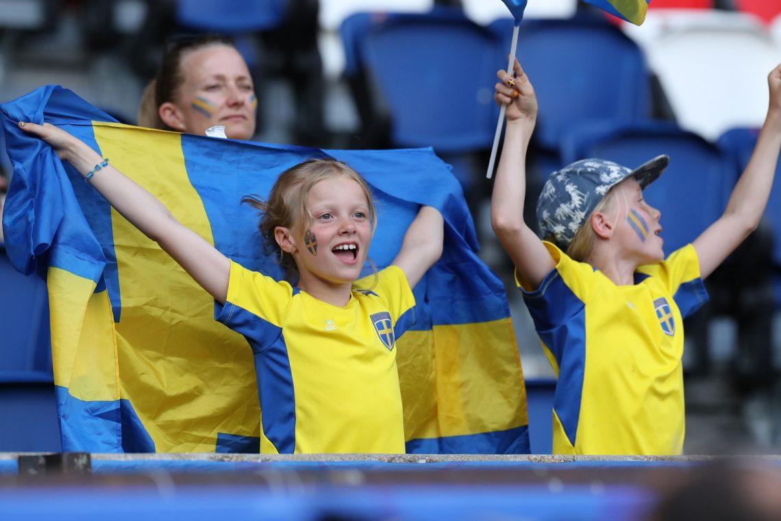 Młodzi kibice Szwecja