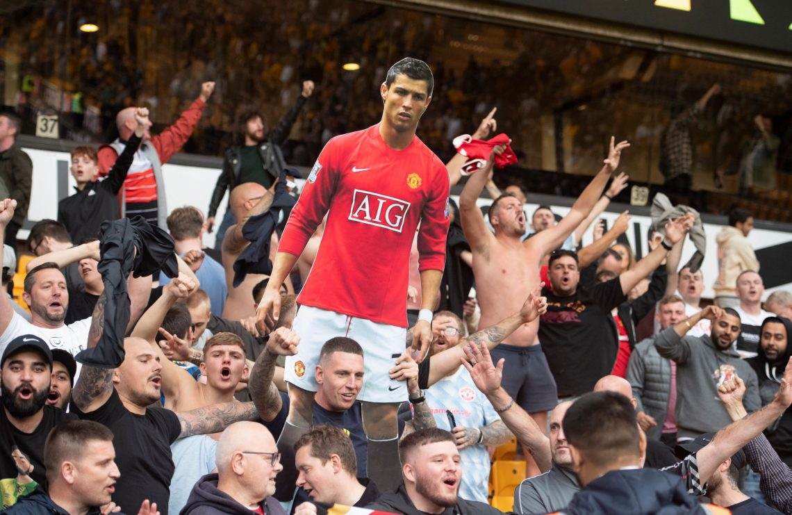 Kibice Manchesteru United z plakatem Ronaldo - kupon PL 11.09