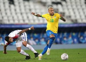 Neymar podczas dryblingu z Chile - kupon el. MŚ 07.10. Forbet